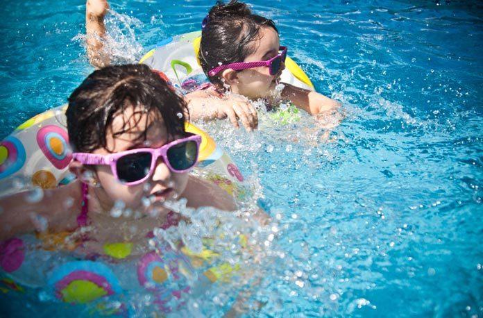 cum sa inveti copilul sa inoate