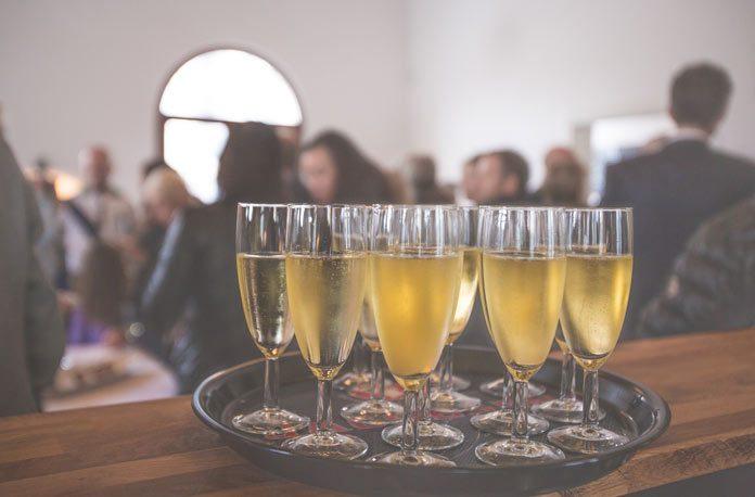 Cum să sărbătorești revelionul într-un bar